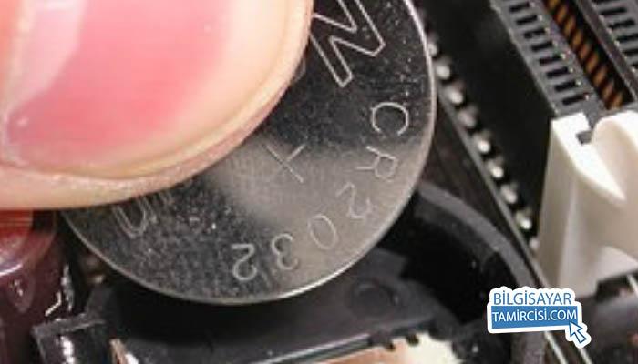 BİOS pili tak çıkar BİOS şifresi sıfırlama, BİOS şifresi kırma yöntemlerinden biriside BİOS pili çıkar tak yöntemidir.